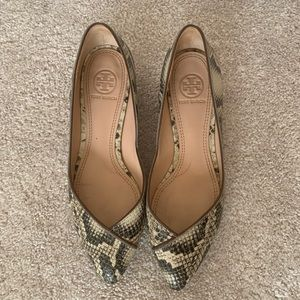 Tory Burch SnakeSkin pointed Toe Flats Size 5.5